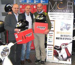 Incontro con l'Africa 2012 - La consegna dei nuovi fiammanti apribili Nolan N104 da parte di Francesco e Carlo della MC